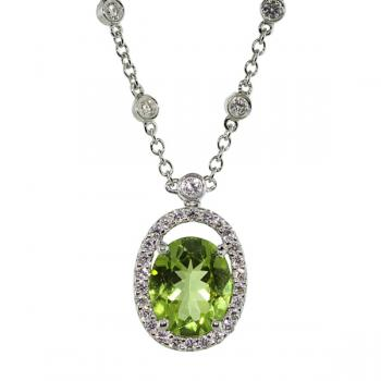 Exquisite Diamond and Peridot pendant necklace set in white gold