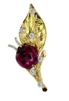 18K GOLD, DIAMOND AND CORAL LADYBUG PIN
