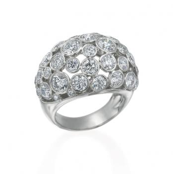 18K WHITE GOLD AND DIAMOND FASHION RING