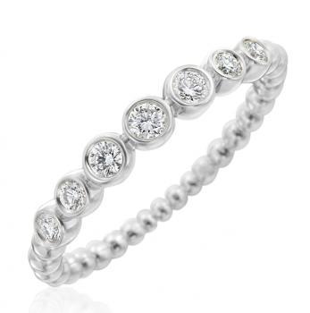 18K WHITE GOLD AND DIAMOND NUTMEG RING