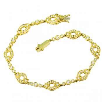 Charming Diamond bracelet set in 18K Yellow Gold