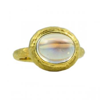 Fashionable Moonstone ring set in 18K hammered Gold