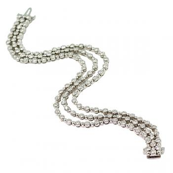 Impressive, elegant three-strand Diamond bracelet