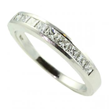 Classically elegant Platinum and Diamond woman's wedding band