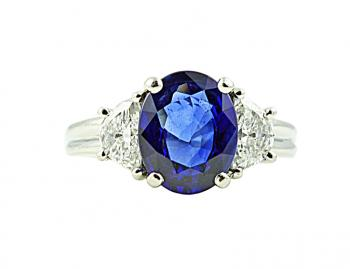 Exquisitely beautiful Diamond and Sapphire ring set in Platinum