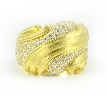 18K YELLOW GOLD AND DIAMONDS FASHION RING