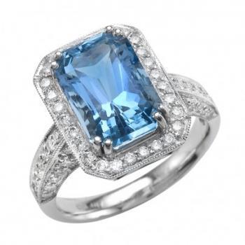 Stunning Aquamarine and Diamond Ring